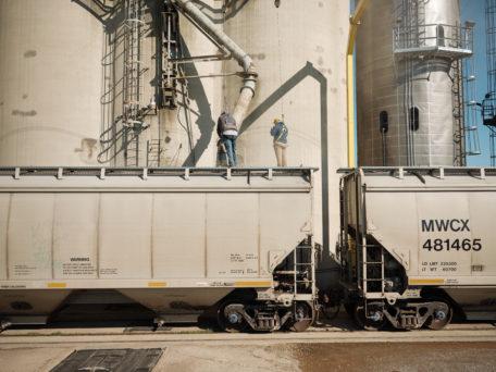 grain shuttle loader